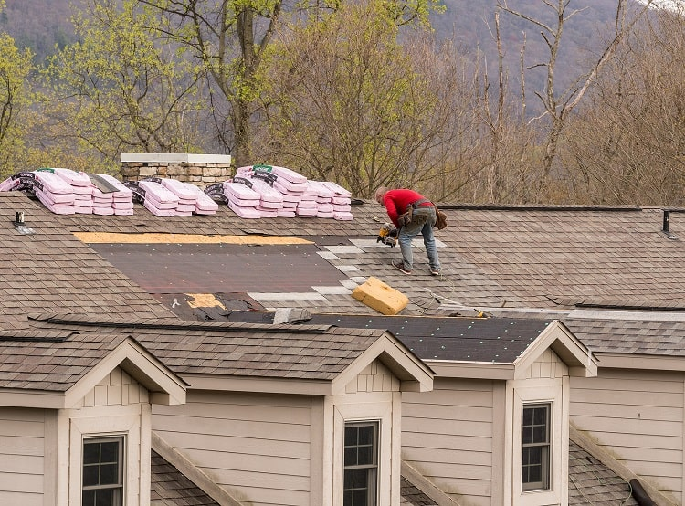 Roof-Replacement-Cost-Roofing-contractors-replacing-the-old-shingles